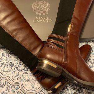 Vince Camuto Brunette/black boots